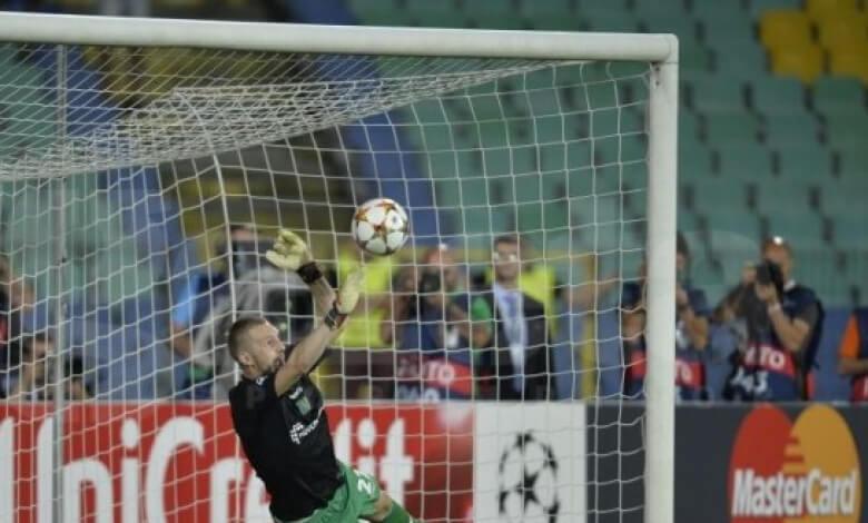 Козмин Моци спасява дузпа като вратар срещу Стяуа и класира Лудогорец за групите в Шампионска Лига